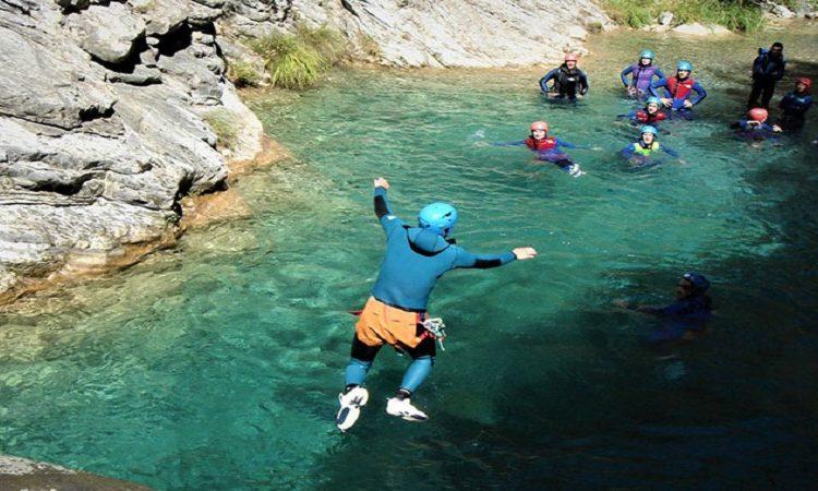 A quelles destinations peut-on combiner activités de montagne et activités de mer ?